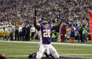 Minnesota Vikings running back Adrian Peterson (28) celebrates after he runs for a  seven-yard touchdown during a carry in the first half of their NFL football game against the Green Bay Packers in Minneapolis December 30, 2012. Peterson rushed for 199 yards and scored two touchdowns. REUTERS/Eric Miller (UNITED STATES - Tags: SPORT FOOTBALL) - RTR3BZTP